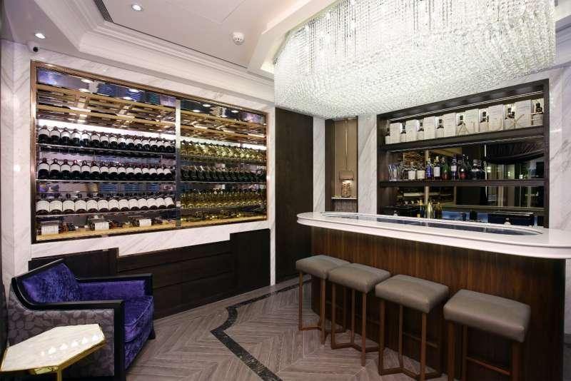 特別規劃的吧檯,讓可以安靜放鬆地在這裡享受舒適的服務。(圖/ALUXE亞立詩提供)