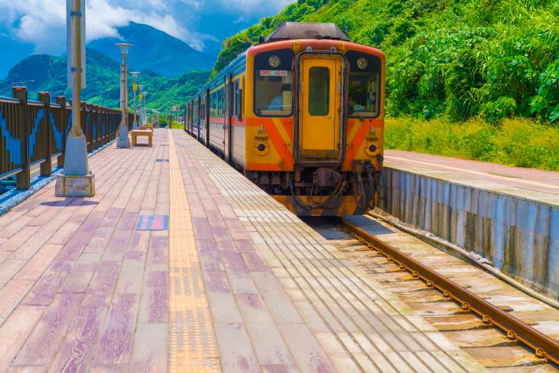 基隆的八斗子車站,被譽為「北台灣多良車站」,超級適合拍照。(圖/Andersoon Lin@Flickr)
