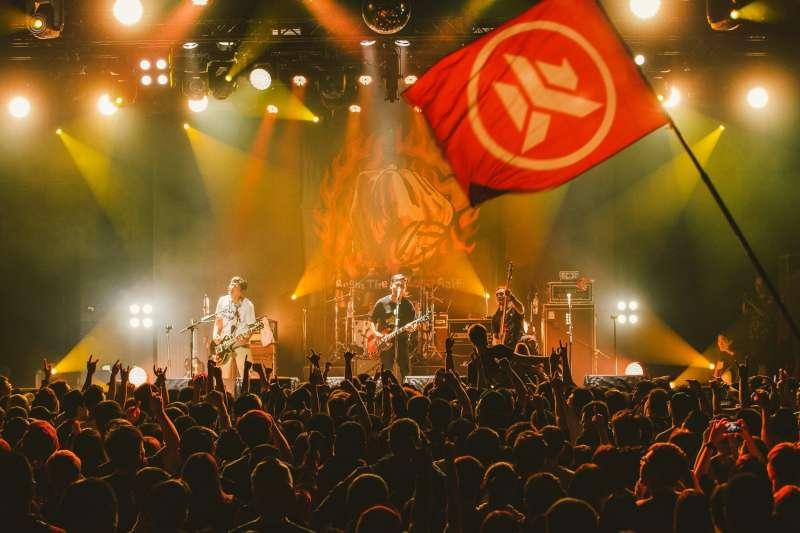 來自港都高雄的滅火器成軍已18年,2007年發行第一張專輯《Let's Go!》之後,陸續從live house小舞台到征戰各國音樂節的大舞台。(圖/火氣音樂,中央社文化+提供)