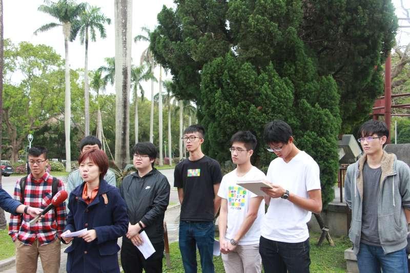 20180307-臺灣大學召開「聲援及對慈湖陵寢潑漆案參與學生致敬」記者會。(陳韡誌攝)