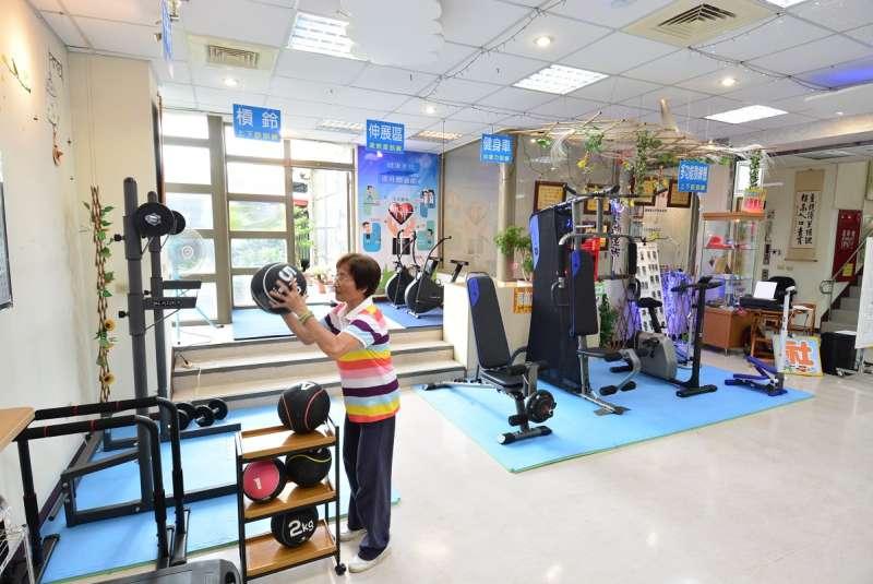 彰化縣首創的不老健身房,提供老年居民眾運動聯誼場所。(圖/彰化縣政府提供)