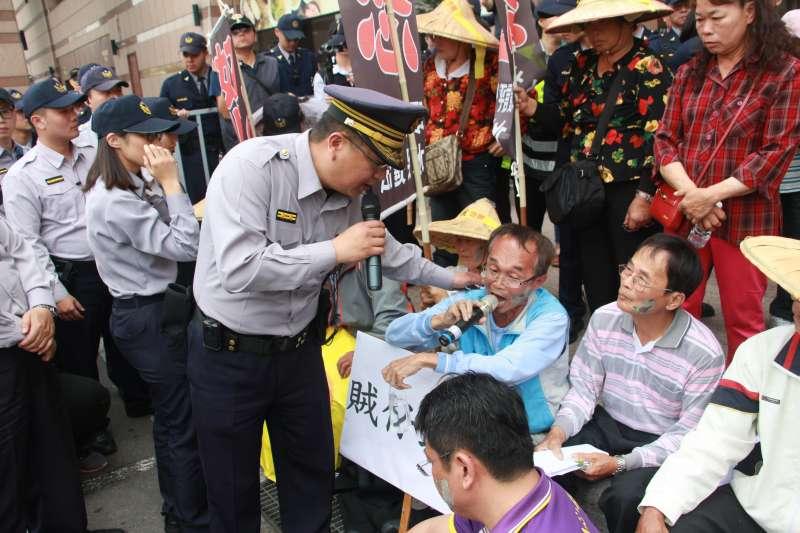 20180314-台南市龍崎區牛埔里居民抗議興建垃圾掩埋場。(陳韡誌攝)