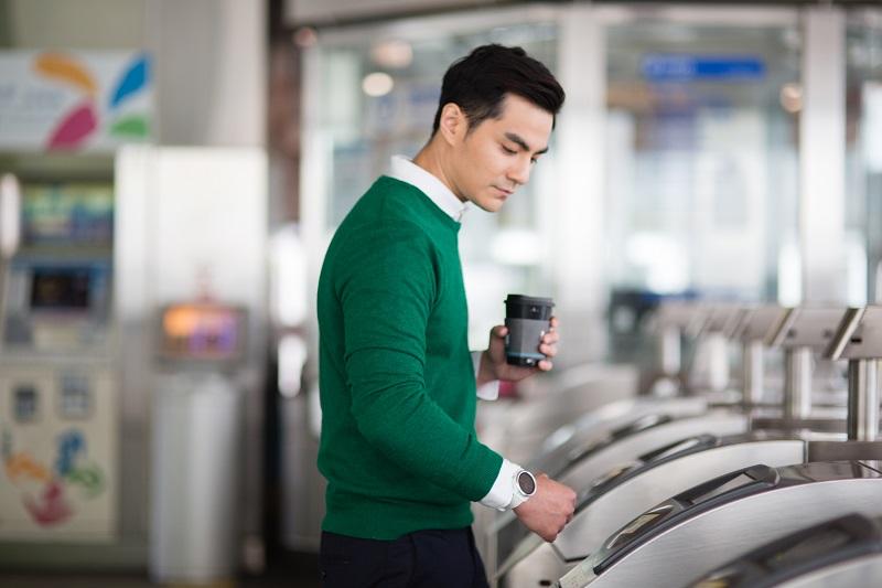 首款支援Garmin Pay的VÍVOACTIVE® 3,整合一卡通電子票證小額支付功能,更可以綁定信用卡感應付款,讓穿戴支付裝置有更多選擇。(圖/Garmin)