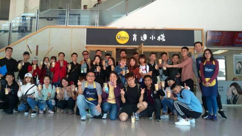 育達的越南學生也來參觀見習,對「育達小棧」的茶飲料及親切的服務讚不絕口。(圖/育達科大提供)