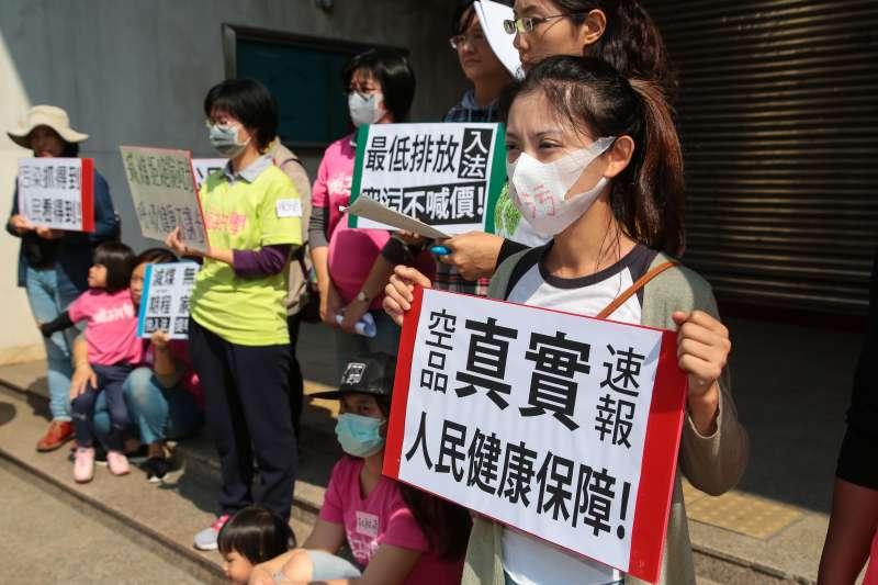 20180314-親子共學團14日針對空汙法修法前召開記者會。(顏麟宇攝)