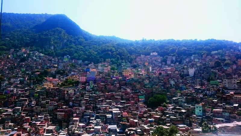 20180315-「里約貧民窟估計大概有600個,總人口數約120萬到140萬左右。而統計里約人口大約600萬,每5人就有超過1人住貧民窟⋯⋯」(商周出版提供)