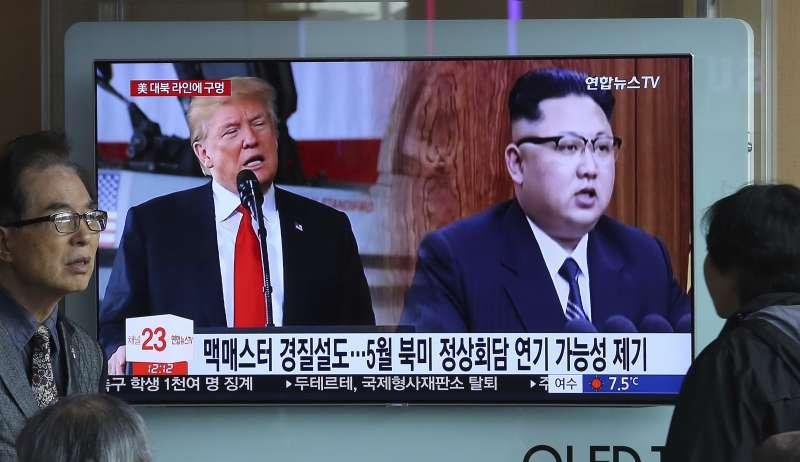 美國總統川普與北韓領導人金正恩峰會如何進展,舉世矚目(AP)