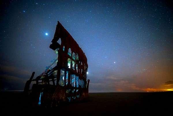 擱淺逾110年的彼得·艾瑞戴爾號,是奧勒岡西北角海灘上的奇觀 (圖/澎湃新聞提供)