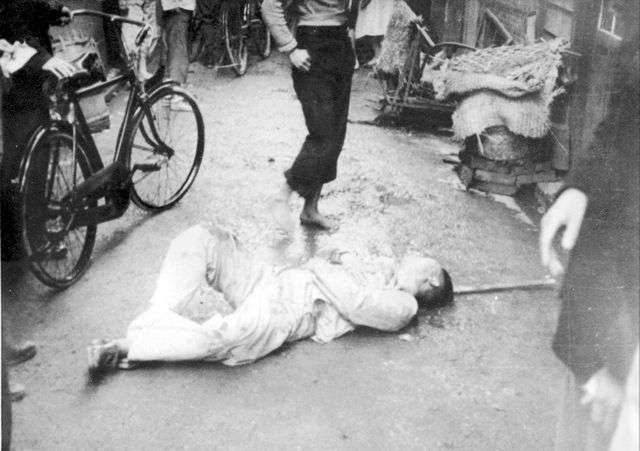 二二八事件中受傷倒地者。(圖/@wiki)