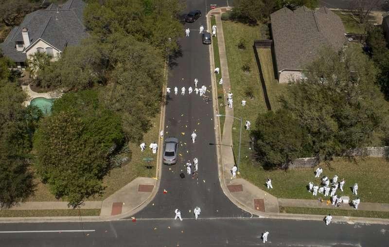 德州首府奧斯汀18日發生本月第4起爆炸案,鑑識人員19日在爆炸現場附近採證,希望能釐清爆炸案的案發經過。(AP)