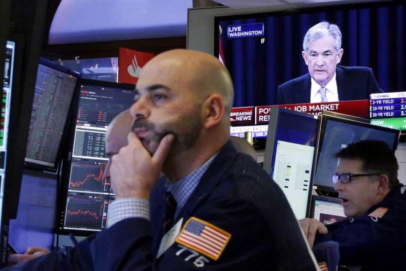 聯準會主席鮑威爾21日宣布升息,並且看好美國經濟前景。(美聯社)