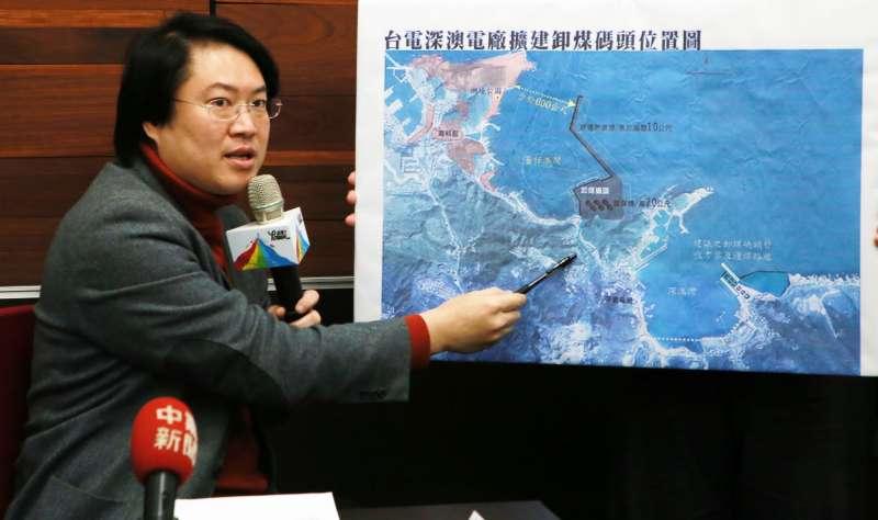 基隆市長林右昌表示,深澳電廠過去對基隆衝擊最大的是卸煤碼頭,原本要蓋在基隆海科館旁的番仔澳灣,這次環差評估已取消。(基隆市政府提供)