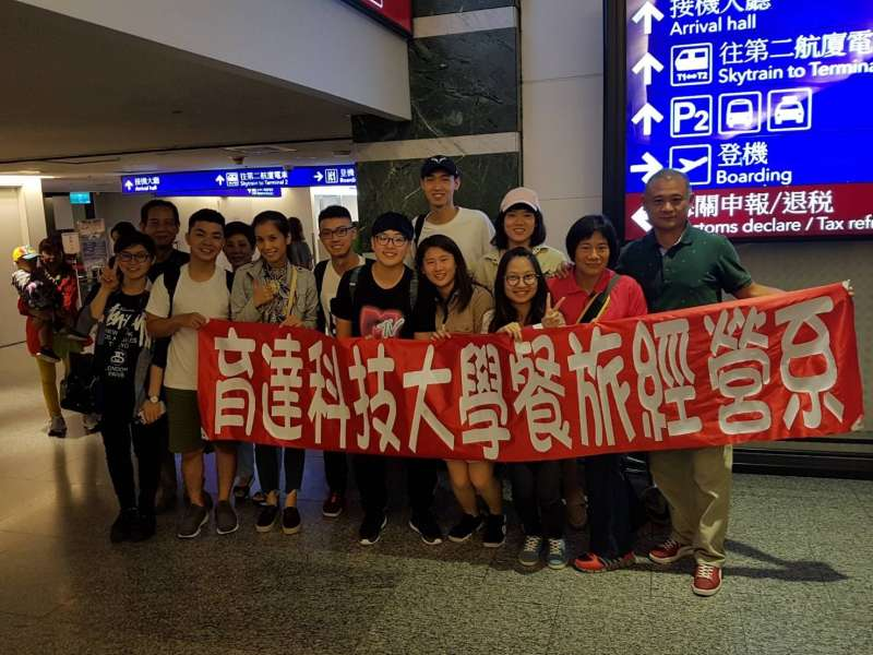 育達科大推著學生遠赴海外闖蕩!到新加坡多間知名餐飲企業實習,提升工作技能。(圖/育達科大提供)