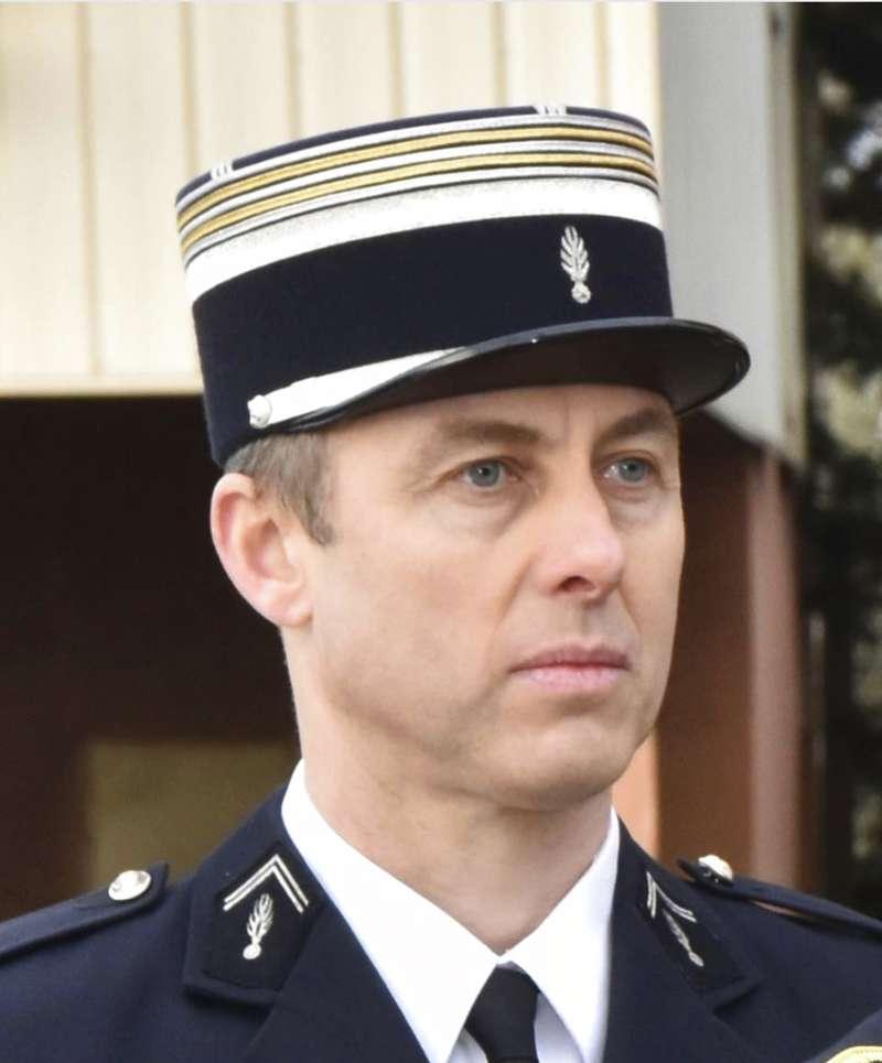 法國小鎮特雷貝23日發生恐怖攻擊,憲兵中校貝特拉梅自告奮勇,願以自身交換人質,最終傷重不治。(AP)