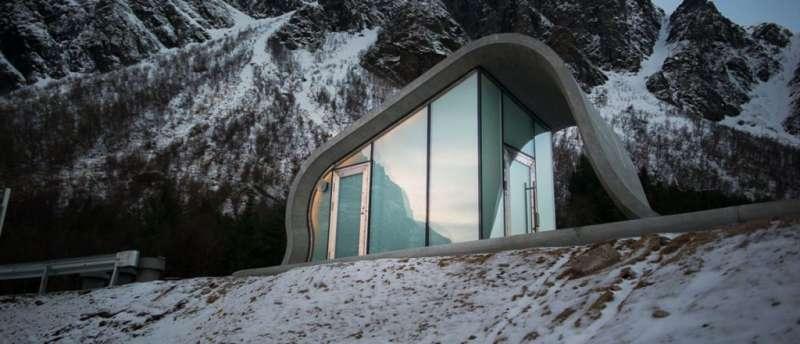 新建的波浪型化妝室,與挪威冰山峽灣相呼應。(圖/取自glassfagkjeden ,瘋設計提供)
