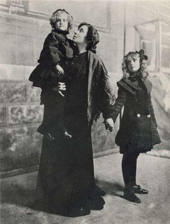 圖右為童年的Lillian Gish(圖/言人文化提供)