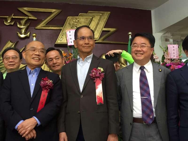 屢次被點名參戰新北市長的前行政院長游錫堃、蘇貞昌及積極爭取提名的立委吳秉叡三人27日同台互動引發關注。