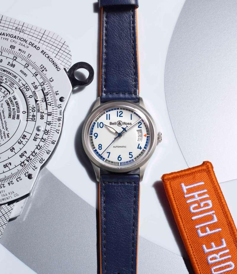 在搭配三指針和計時功能的Racing Bird腕錶設計中,處處體現著這種速度和性能特性。(圖/Bell & Ross Basel提供)