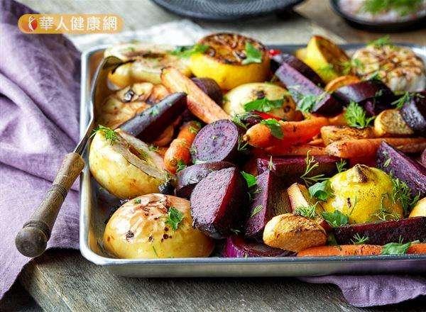 蔬菜烤焦會產生「多環胺類」,是一種致癌物,過量暴露可能提高大腸癌和胃癌的風險。(圖/華人健康網)