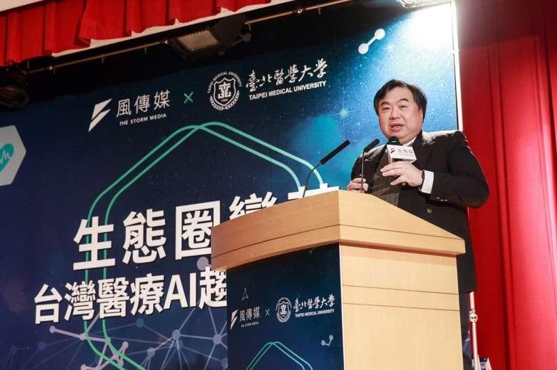 臺北醫學大學醫學科技學院李友專院長於『生態圈變革 – 台灣醫療AI趨勢與實踐』論壇,自醫界與學界的角度進行分享(圖 / 風傳媒)
