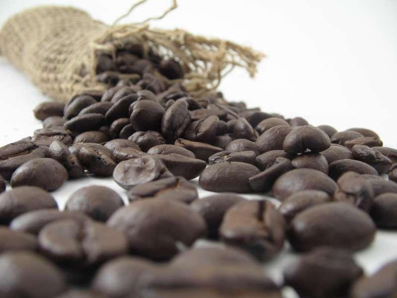 咖啡豆烘焙過程中產生的丙烯醯胺,被認定可能具有致癌風險。(Stirling Noyes@Flickr/CC BY 2.0)