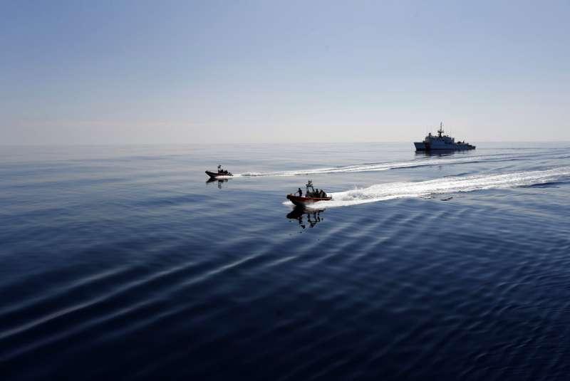 美國海岸防衛隊的巡邏艦在太平洋上航行。(AP)