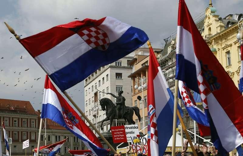 中歐國家的近來偏向極右派民粹主義、反移民立場。圖為克羅埃西亞3月24日有民眾抗議,反對同性婚姻。(AP)