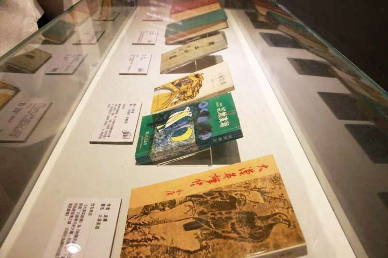 2018.04.02-文化部國家人權博物館舉辦「2018言論自由日─噤聲的日常」特展,展中將當時被禁的雜誌一一陳列出來。(陳韡誌攝)