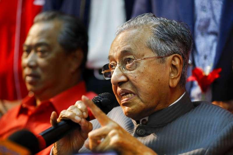 馬來西亞前總理馬哈迪捲土重來,準備在2018國會選舉挑戰現任總理納吉。(AP)