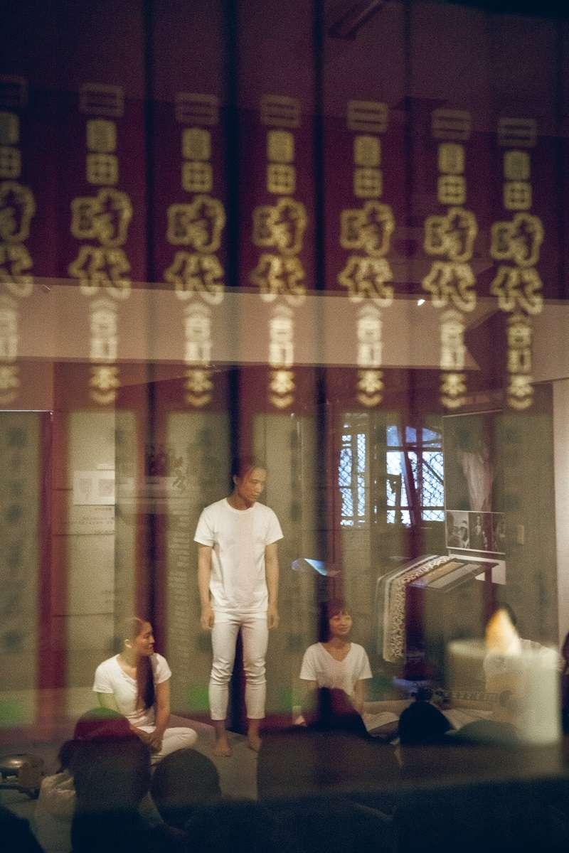 2018-04-08-三語事劇場《剩下就是我們的事了》8日晚間於鄭南榕基金會演出05。(三語事劇場提供)