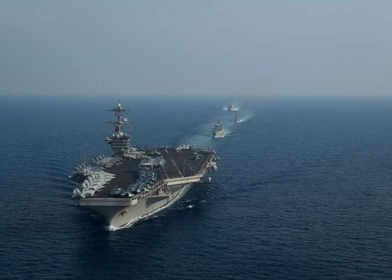 2018年4月11日,美軍「羅斯福號」(USS Theodore Roosevelt)核動力航母打擊群在南海執行例行演練(US Navy)