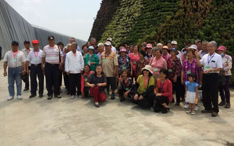 高雄旗山內門田寮區的里長們們,自行組成監督委員會,保衛自家的生活環境。