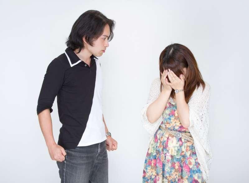 指責是關係雙方在處理衝突時,最常使用的一種行為。(示意圖非本人/pakutaso)