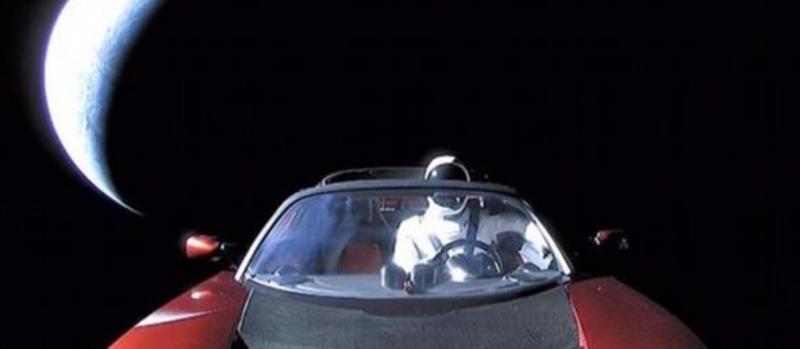 特斯拉跑車已經遠遠地將我們甩在身後 (圖/澎湃新聞提供)