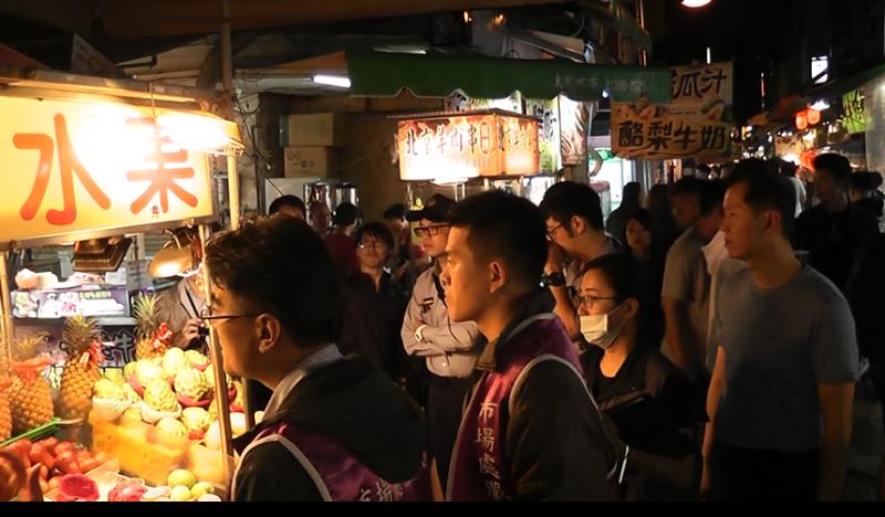 20180413-台北市市場處表示,8日至11日已連續至現場對不肖水果攤販進行取締告發,昨日該攤販未再出攤營業。( 台北市市場處提供)