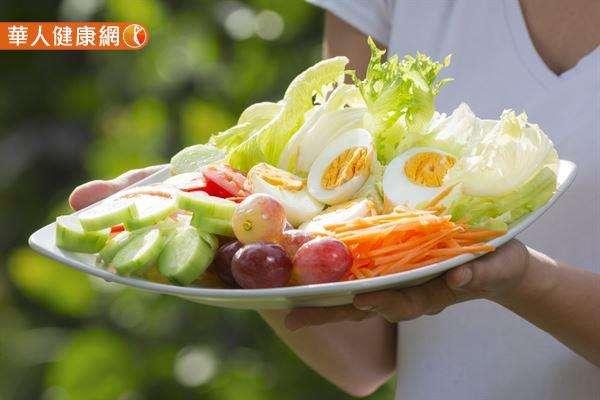 食物多樣性、高營養密度及控制飲食份量的「健康飲食」,永遠是預防肥胖及各種慢性病的第一黃金鐵則。(圖/華人健康網提供)