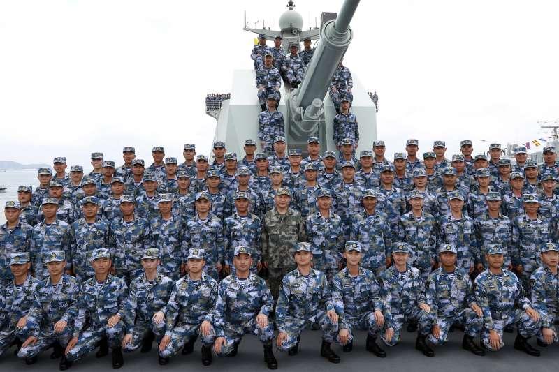 2018年4月,中國在南海進行號稱史上規模最大的海上閱兵,習近平親自主持(AP)