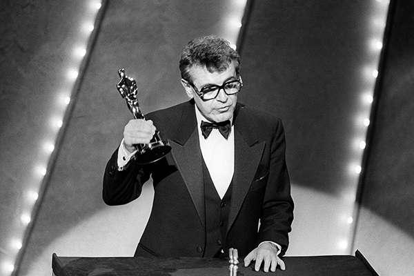 福曼在1985年舉行的第57届奧斯卡頒獎禮上。(圖/澎湃新聞提供)