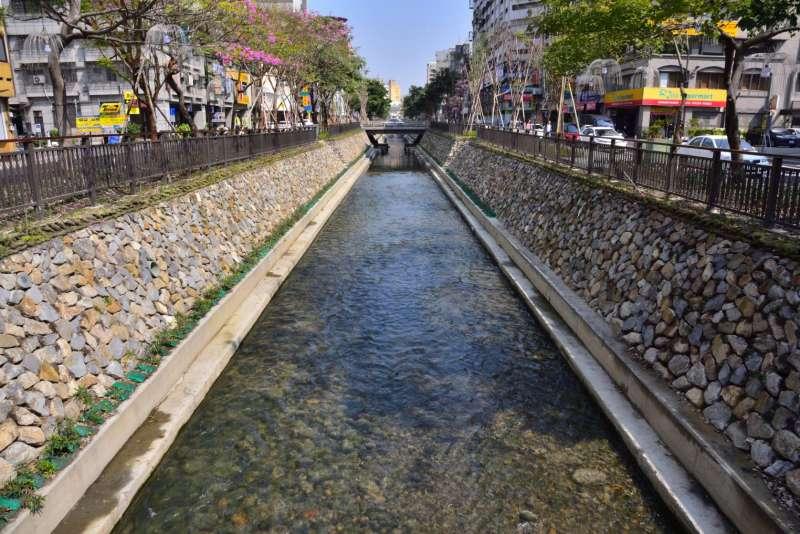 台中市綠川經過整治後,成為民眾打卡熱門景點。(取自水利大臺中臉書)