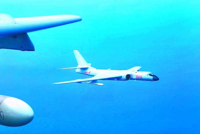 中國軍機頻繁繞台,對我方形成戰略壓縮。(翻攝自China Xinhua News Twitter)