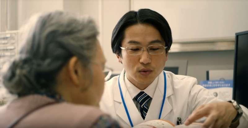 中醫稱骨質疏鬆為「骨萎」,許多老人家認為吃維骨力就能避免骨本流失,但這其實是錯誤的觀念。(示意圖非本人/翻攝自youtube)