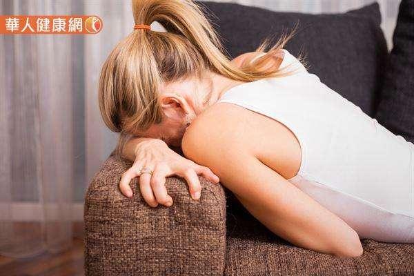 臨床發現有外陰前庭炎困擾的女性越來越多,若不及早正確診斷和治療,最直接的衝擊往往就是性交疼痛。(圖/華人健康網提供)