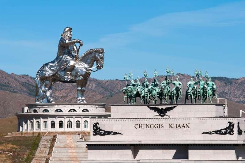 蒙古首都烏蘭巴托(Ulaanbaatar),成吉思汗雕像(Zazaa Mongolia@Wikipedia / CC BY-SA 4.0)