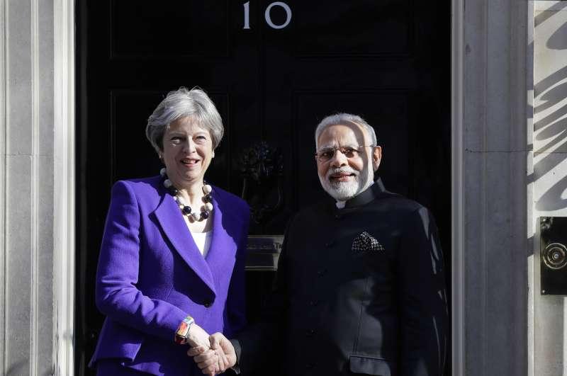 4月18日,印度總理莫迪與英國首相梅伊在英國首相官邸會面(AP)