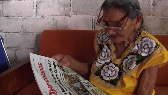 92歲學識字、96歲念高中,帕拉西奧斯的好學精神令人佩服。(擷取自YouTube)