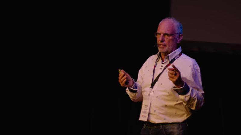 尼奇克醫生(Philip Nitschke)於TEDxDarwin談論他對安樂死的主張。(圖/取自YouTube)