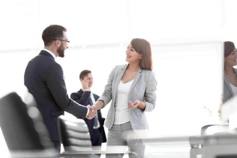 中國許多科技公司,在人才招聘時常有「性別歧視」、「物化女性」兩大問題。(圖/取自Shutterstock,數位時代提供)