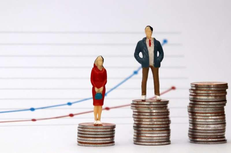 徵才條件對性別的不平等,將會直接影響女性的就業機會以及拉大薪酬差距。(圖/取自Shutterstock,數位時代提供)