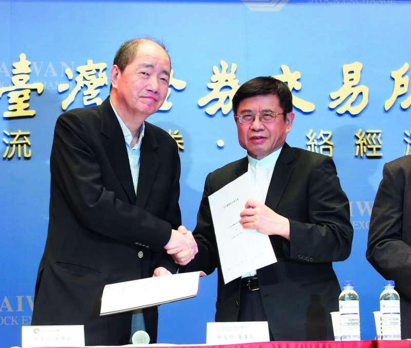 日月光集團董事長張虔生認為中美貿易戰最後會和平落幕(左)。(新新聞資料照)