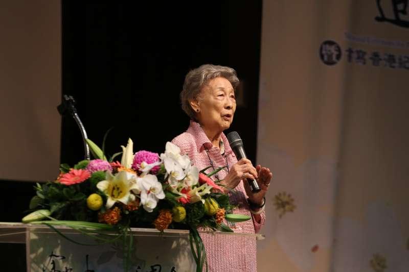 20180426_余光中夫人范我存女士感謝到場親友師生,一度哽咽。(中山大學提供)